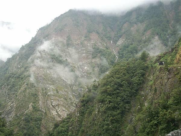 Jul.09-05谷關青山段-山在嵐霧細雨中.JPG