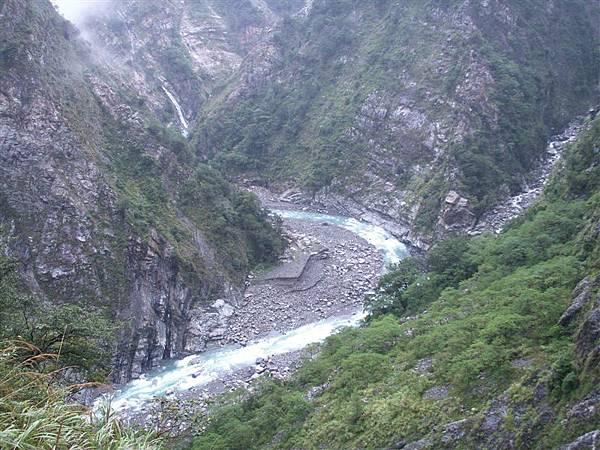 Jul.09-07谷關青山段蜿蜒清澈的大甲溪.JPG