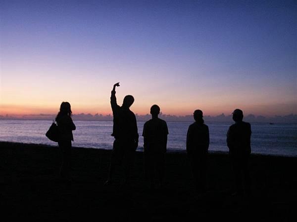 Jul.20-02助教面對朝霞思考人生方向.JPG