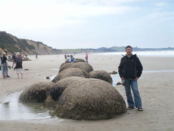 PICT1407-the Moeraki Boulders--imagine their SIZE!.JPG