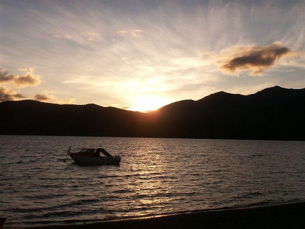 PICT2006-Dazzling sunset at Lake Te Anau.JPG