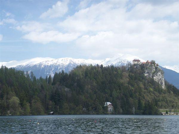 20080424-039 Pletna ride on Blejski Jezero viewing Blejski Grad and Karavanke(Bled)-PICT3386.JPG