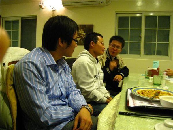 左>右 李家慶/張博雄/郭洋銘(前耀光)