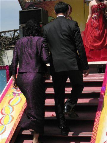 新娘父母上台