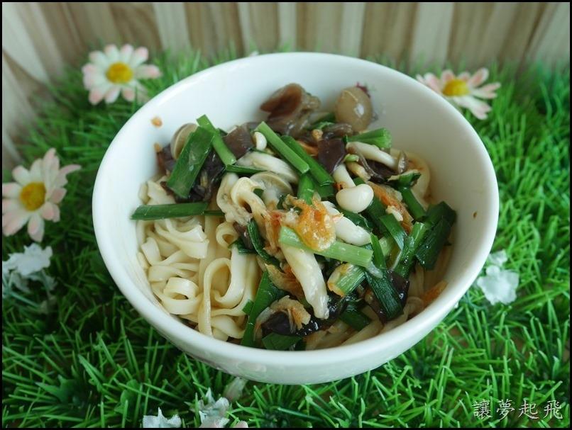 櫻花蝦菇菇炒麵