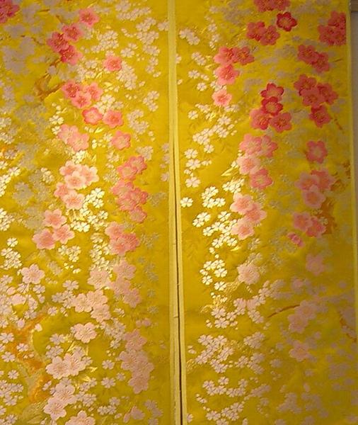 黃和服.1.jpg
