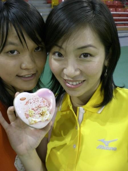 和大餅及她的愛心拍一張