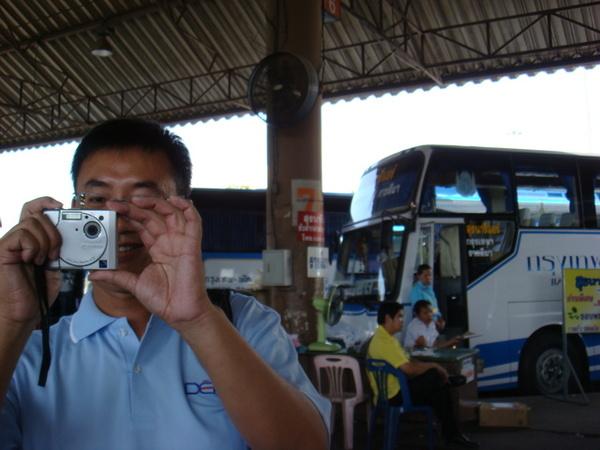 和我一起到泰國採訪的攝影良聖哥