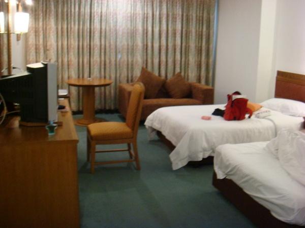 不過飯店房間很舒適一個人睡兩人大房