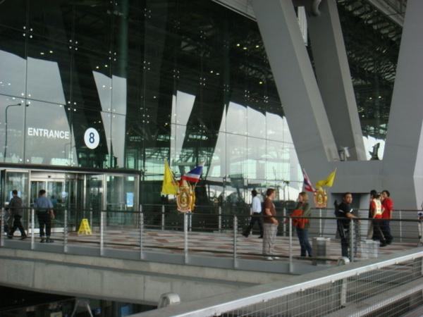 到曼谷機場時心事很多……