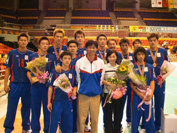 賽後和中華男排全體合照(拷貝自中銀部落格)