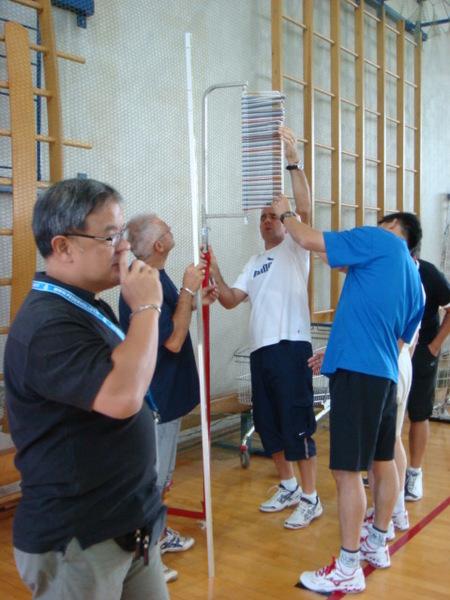 07.08.02-4訓練場館中的測攻擊高度的儀器