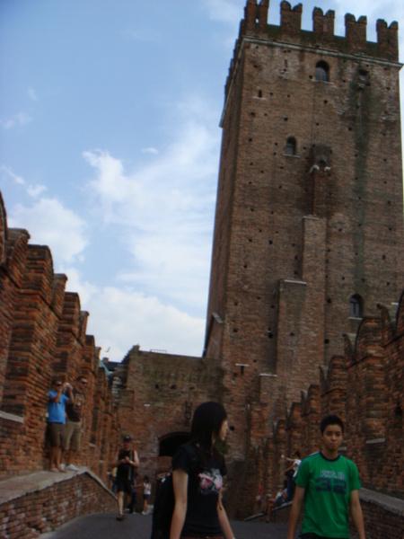 07.08.02-141在河上的古堡很美