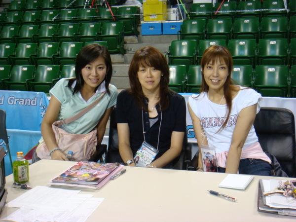 07.08.09-8中間是當時東洋魔女的高舉球員中田久美