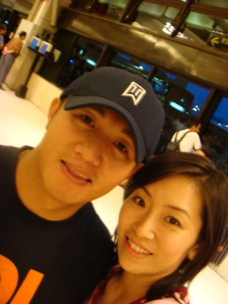 07.08.13回國在機場遇到泰山