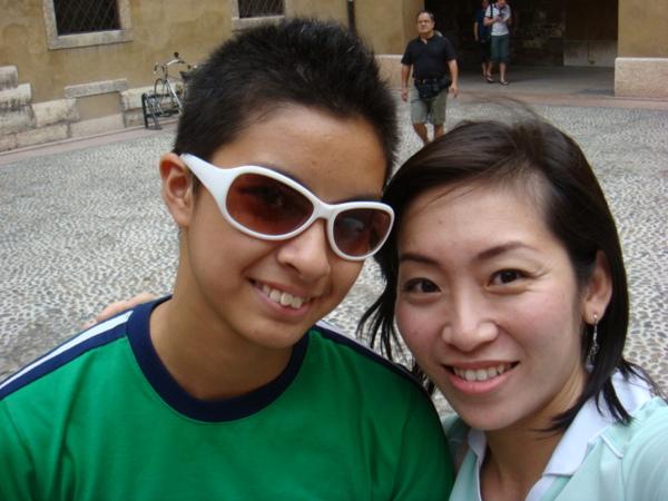 07.08.02-100阿非臉上的白白墨鏡會不會太顯眼.JPG