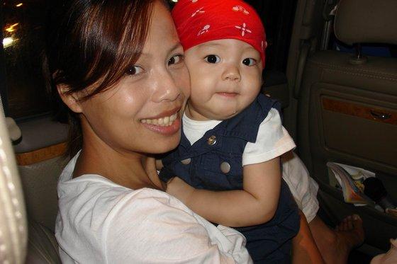 06.10.28的酸菜白肉鍋聚會-5漂亮的媽和可愛的兒子.jpg