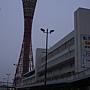 黑麻麻神戶塔~明明是橘紅色來著的