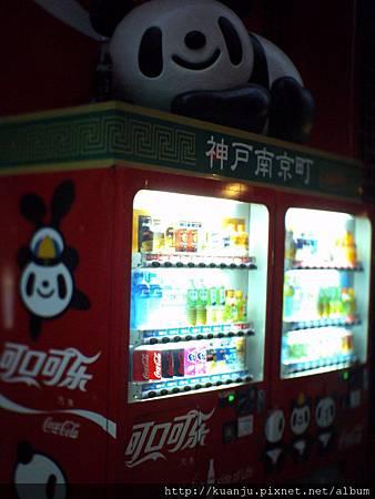 LOMO~城門口的熊貓販賣機