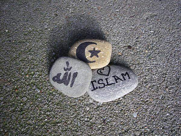 http://fc00.deviantart.net/fs12/f/2006/330/8/1/Islam_by_Susanh.jpg