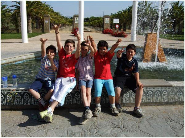 23.小男孩合照,從左至右是:Jona Than、Juan Rawoñ、José Cristo、Anionio Jesus,Luis Rawoñ.jpg