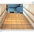 12.登上2樓船艙的階梯.jpg