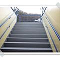 17.通往3樓露台的階梯.jpg