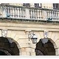 18.市政廳外牆的雕刻.jpg