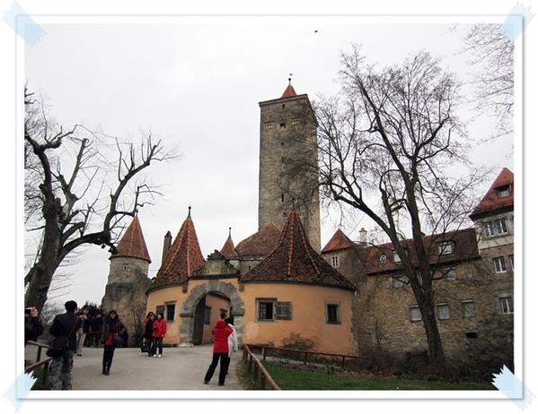 30.城堡花園入口.jpg