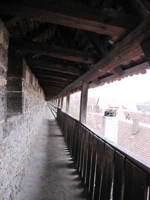 7.城牆小小的走道.jpg