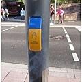 1.過馬路前請按鈕.jpg