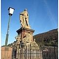 23.老橋上的雕像.jpg