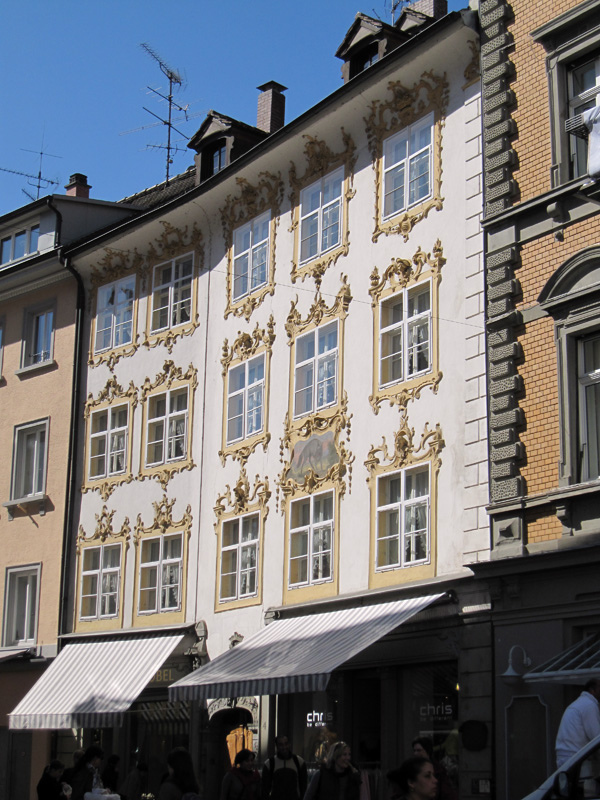 32.Konstanz老城區建築  有裝飾的窗.jpg
