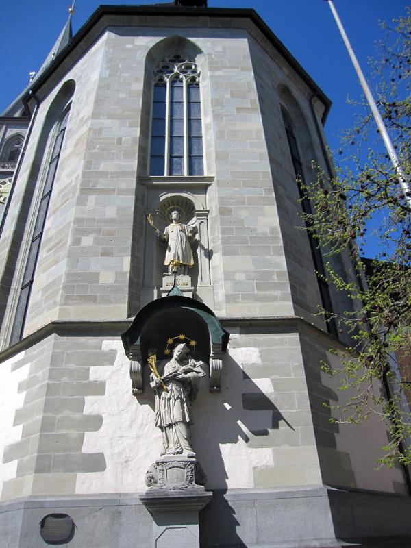 60.教堂的雕像.jpg