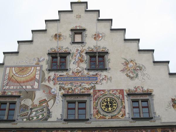 13.牆上有古老的日晷.jpg