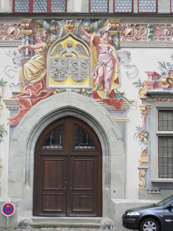 15.市政廳大門及門上壁畫.jpg