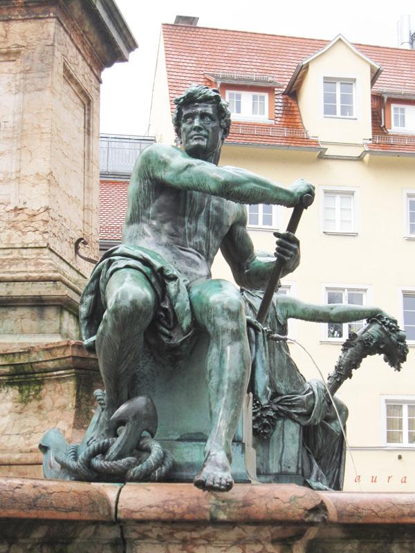 21.代表航海的雕像.jpg