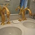 67.Hotel Jägerhaus的房間 - 天鵝造型水龍頭.jpg