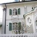 70.Hotel Jägerhaus庭院的彩蛋樹.jpg