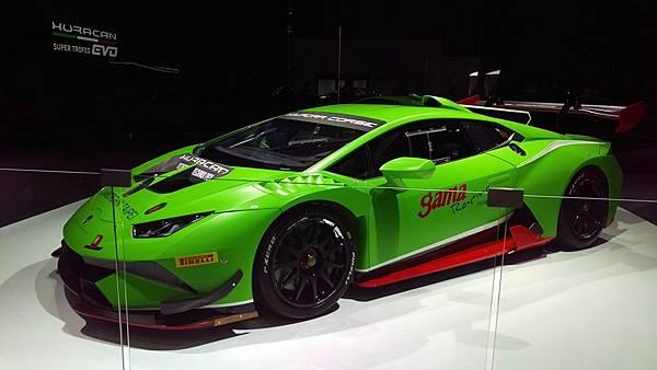 Lamborghini_Huracan_02.jpg