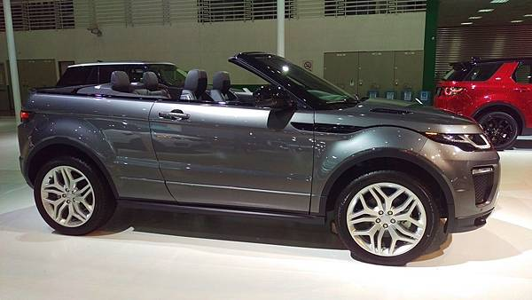 Land Rover_NEW RANGE ROVER EVOQUE.jpg