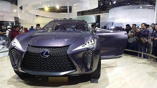 Lexus_UX Concept_03.jpg