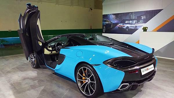 Aston Martin_570 Spider_02.jpg