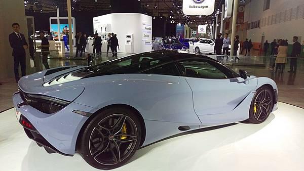 Aston Martin_720S_01.jpg