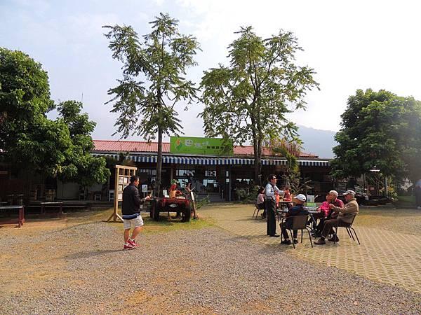 農場裡的餐廳.JPG