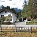 楚格峰_Garmisch-Partenkirchen車站附近的房子.JPG