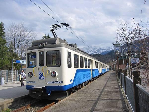 楚格峰_在Garmisch-Partenkirchen改搭的火車02.JPG
