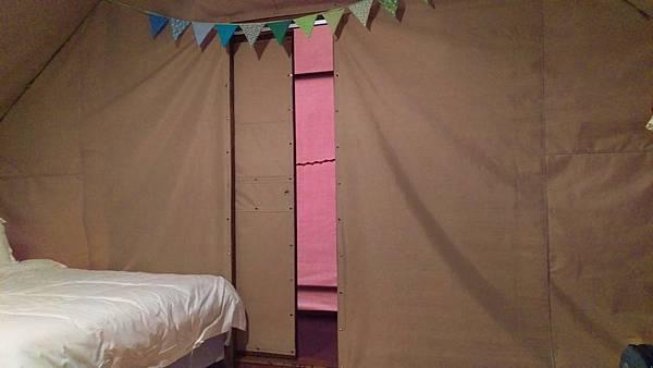 那一村_帳篷居然有獨立廁所.jpg