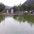 那一村_前魚池後面是餐廳.jpg