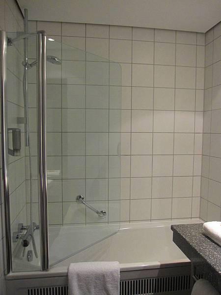 飯店浴室01.JPG